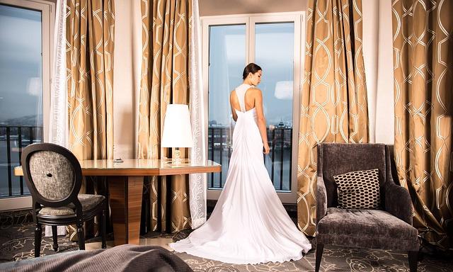 nevěsta a hotelový pokoj.jpg