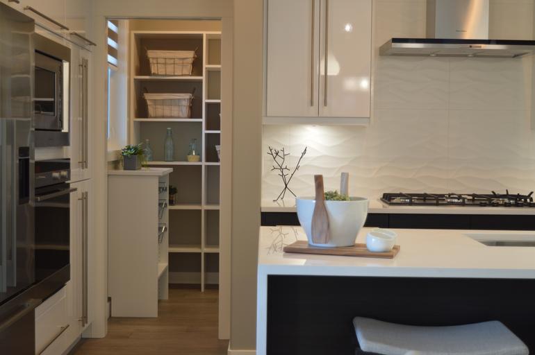 vestavné skříně na míru do kuchyně